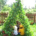 Una capanna nel giardino dei piccoli