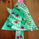albero con i piatti di carta